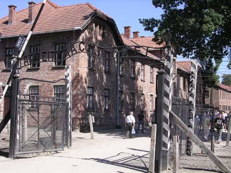 entradaAuschwitz