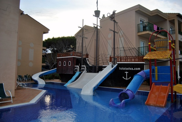 El parque de agua del hotel, lástima que sea para niños.