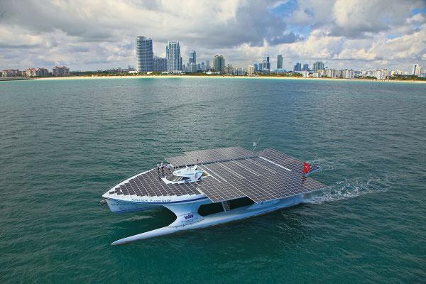 viajar en catamaran solar