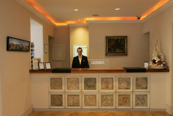 Recepción del Hotel Leonardo de Praga
