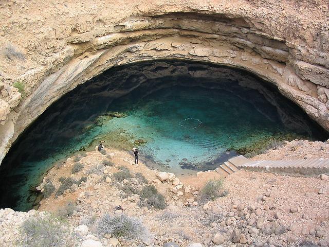 piscina natural en el desierto de Oman