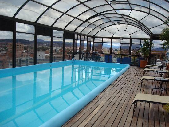 Piscina hotel cosmos 100 for Hotel luxury 100 bogota