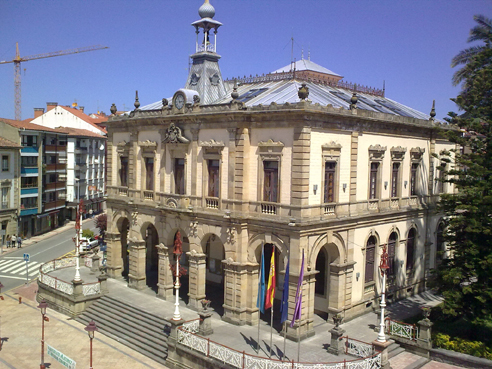 Plaza del ayuntamiento villaviciosa for Ayuntamiento de villel de mesa